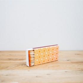 Bild på SOS Barnbyars Tändsticksask orange/vit